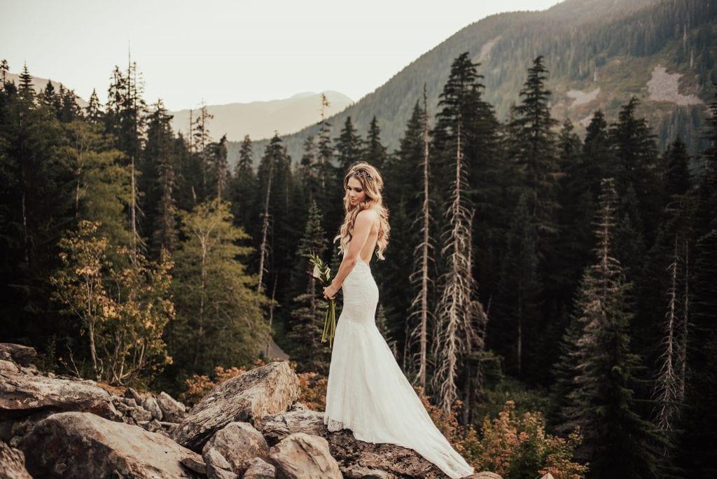 north bend washington mountaintop elopement pnw wedding