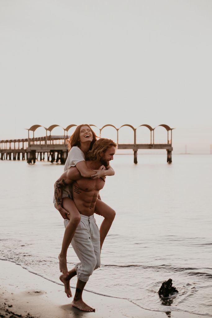 Beachy Couples Session on Jekyll Island, GA | Kylie & Neils