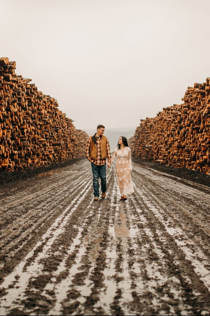 Rainy, Lumber Yard Engagement Session in Oregon State | Amber & Matt