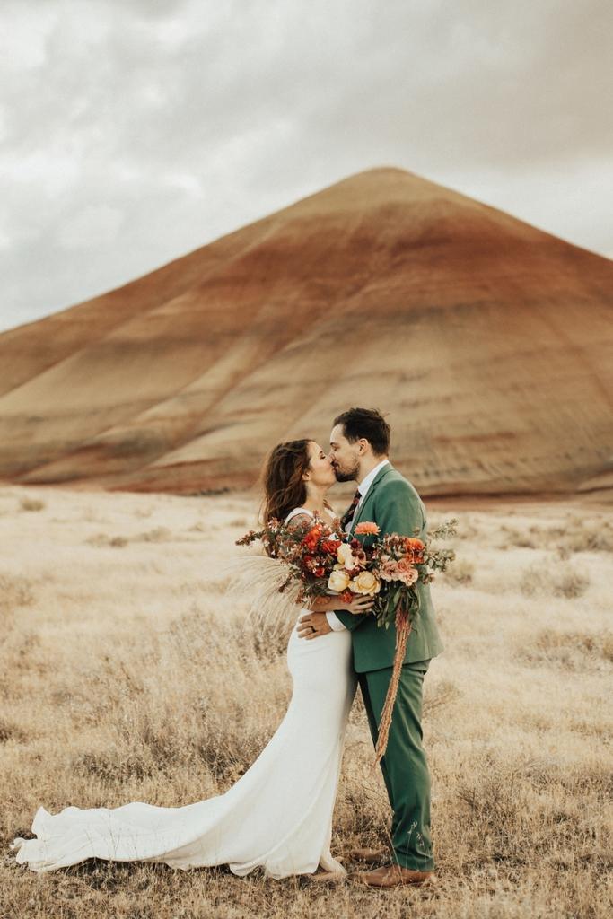 painted hils oregon pnw elopement adventure wedding