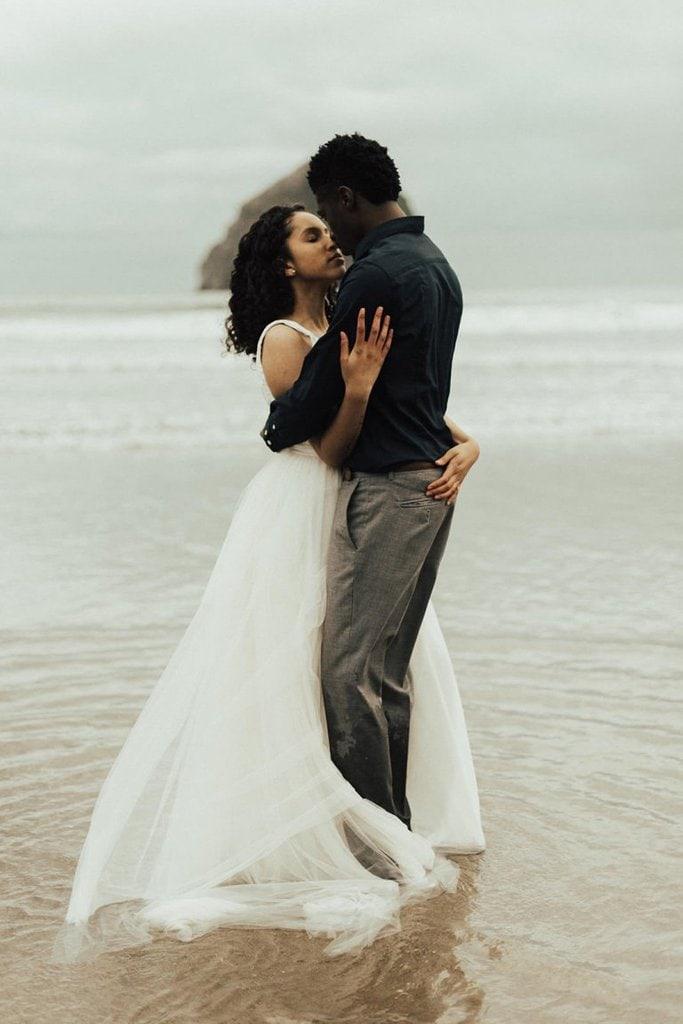 pnw elopement wedding kiwanda beach oregon