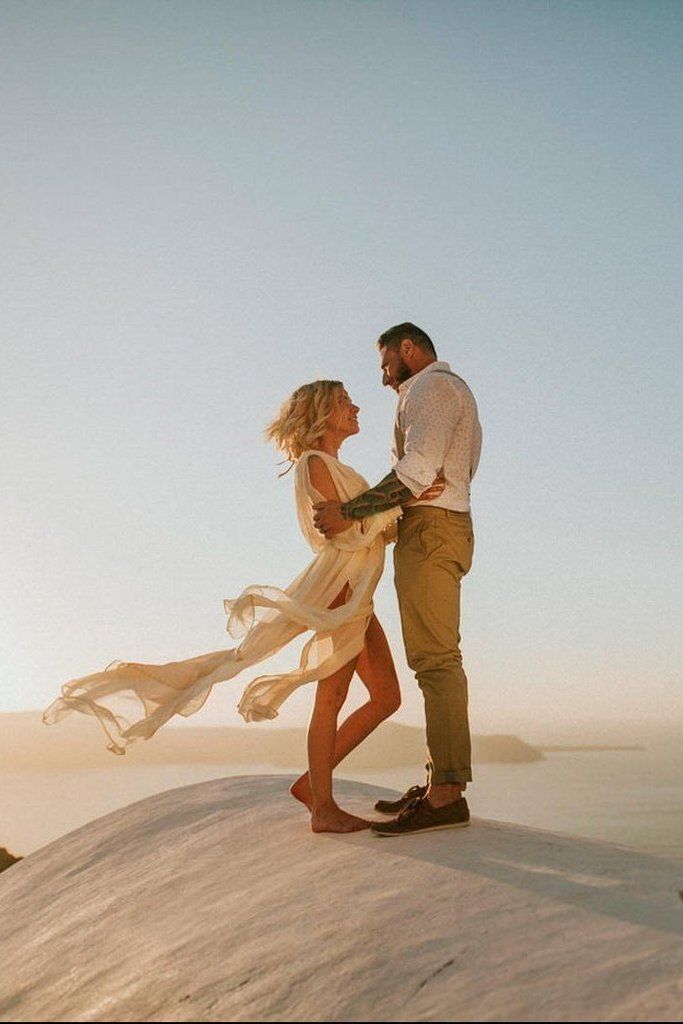 Stunningly Romantic Sunset Elopement Session in Santorini, Greece