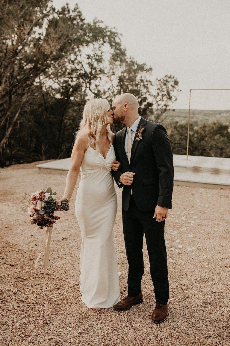 lucky arrow retreat dripping springs texas elopement wedding