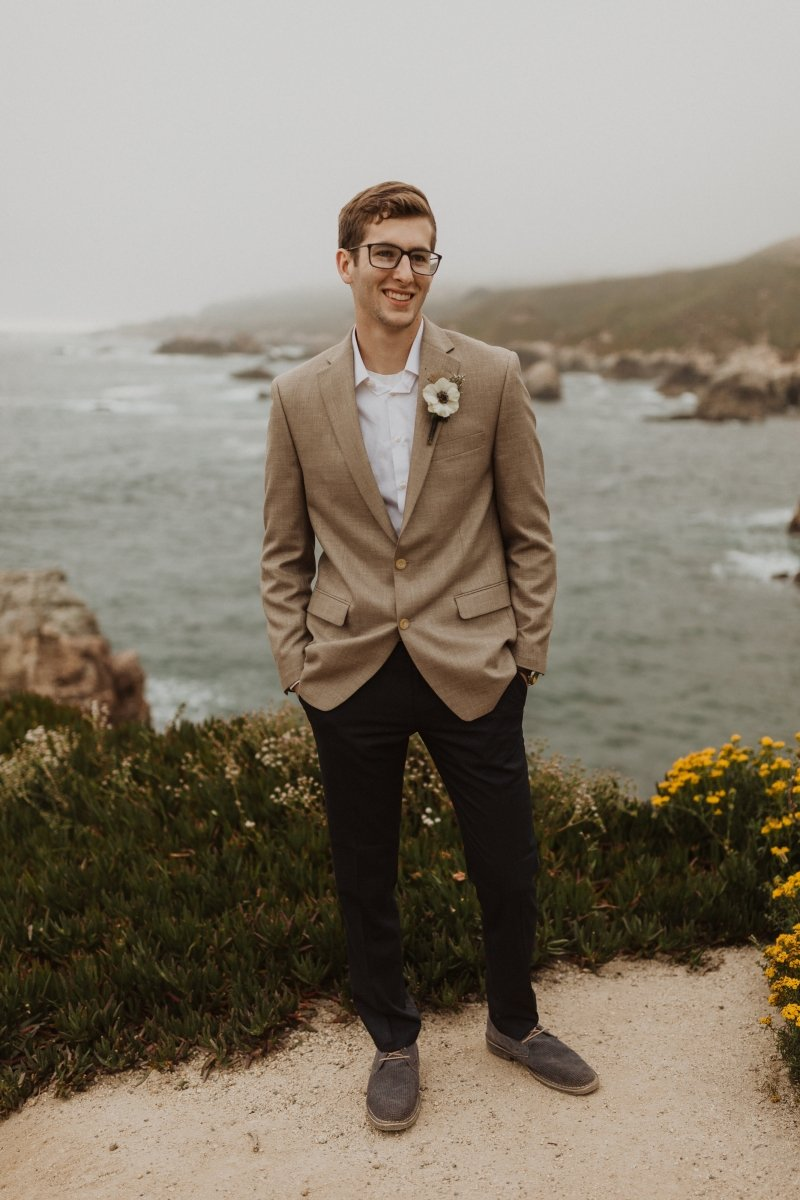 groom portrait by the sea.