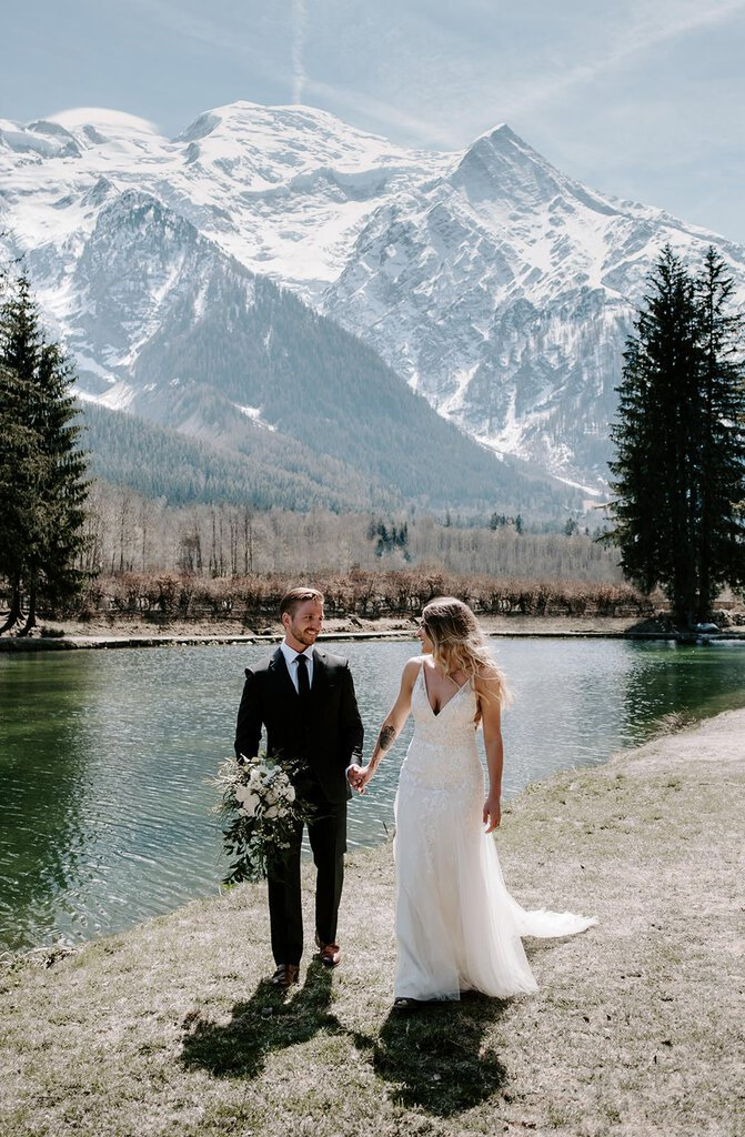 Mountain intimate wedding photography.