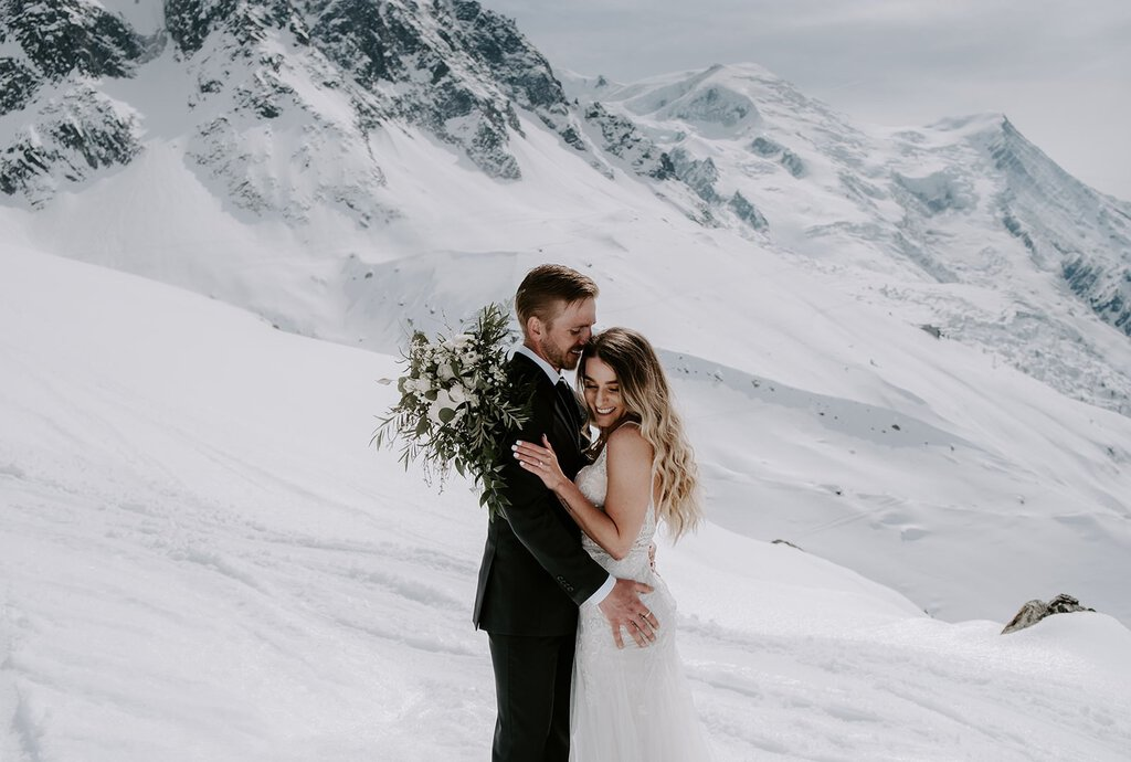 winter elopement in the snowy mountain of France.