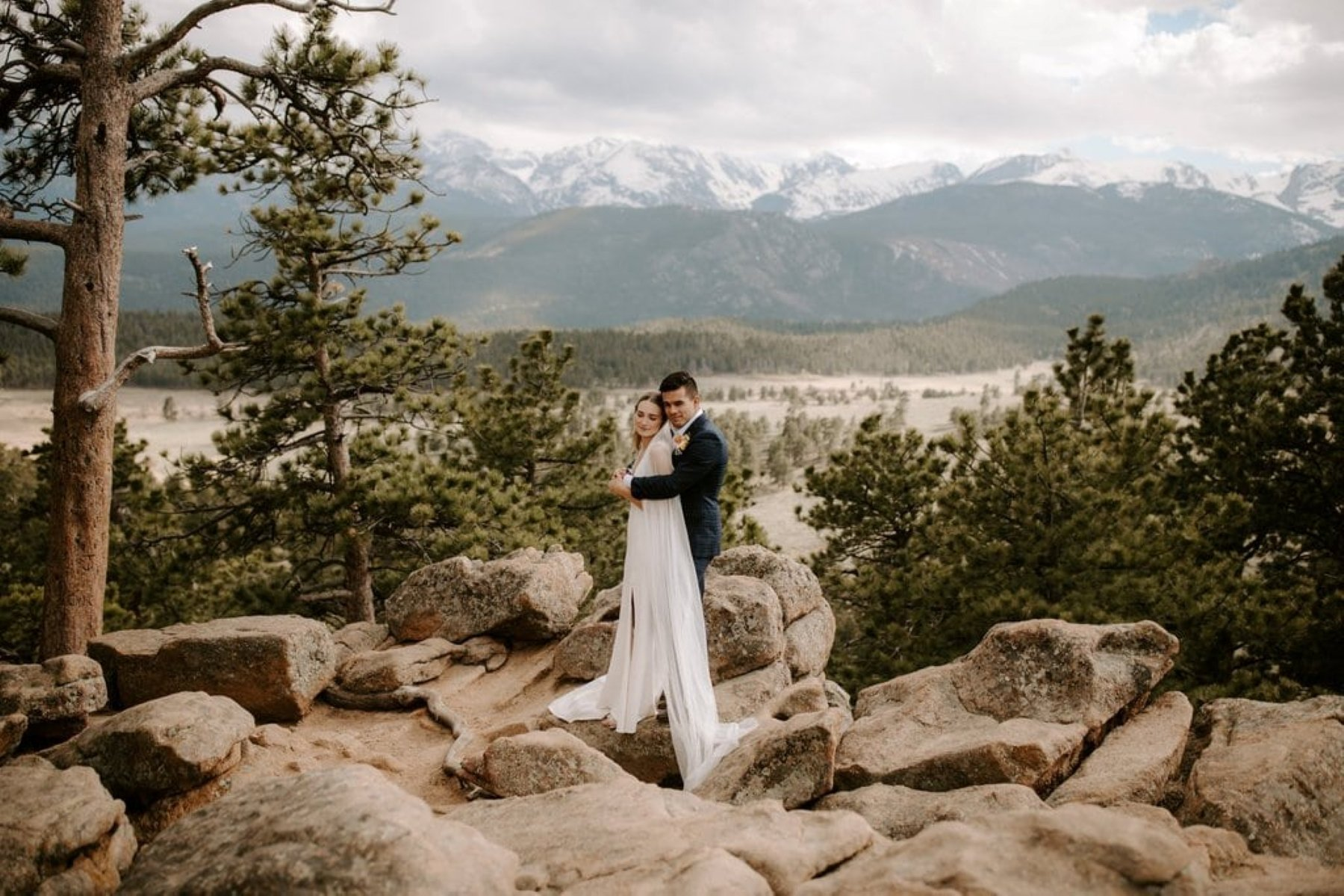 Intimate wedding at Sleepy Hollow park, Rocky Mountain national park in Colorado