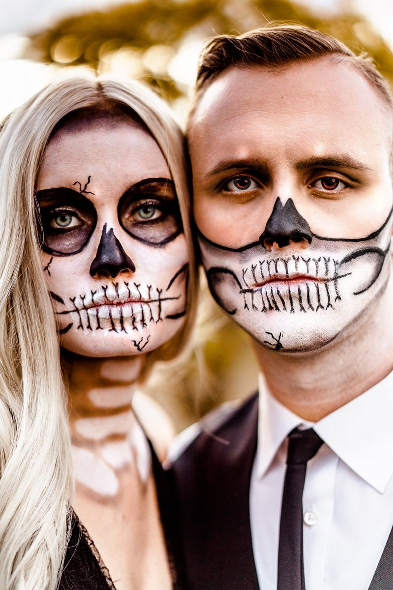 Bride and groom skull face pain.
