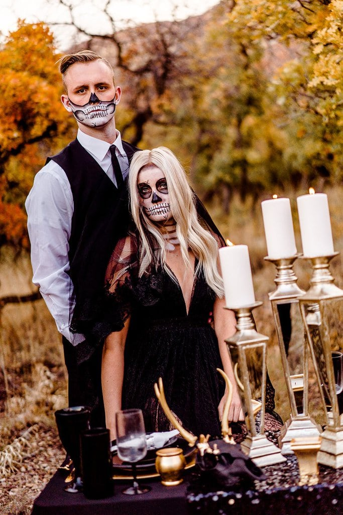 Black and gold wedding decor for Halloween.