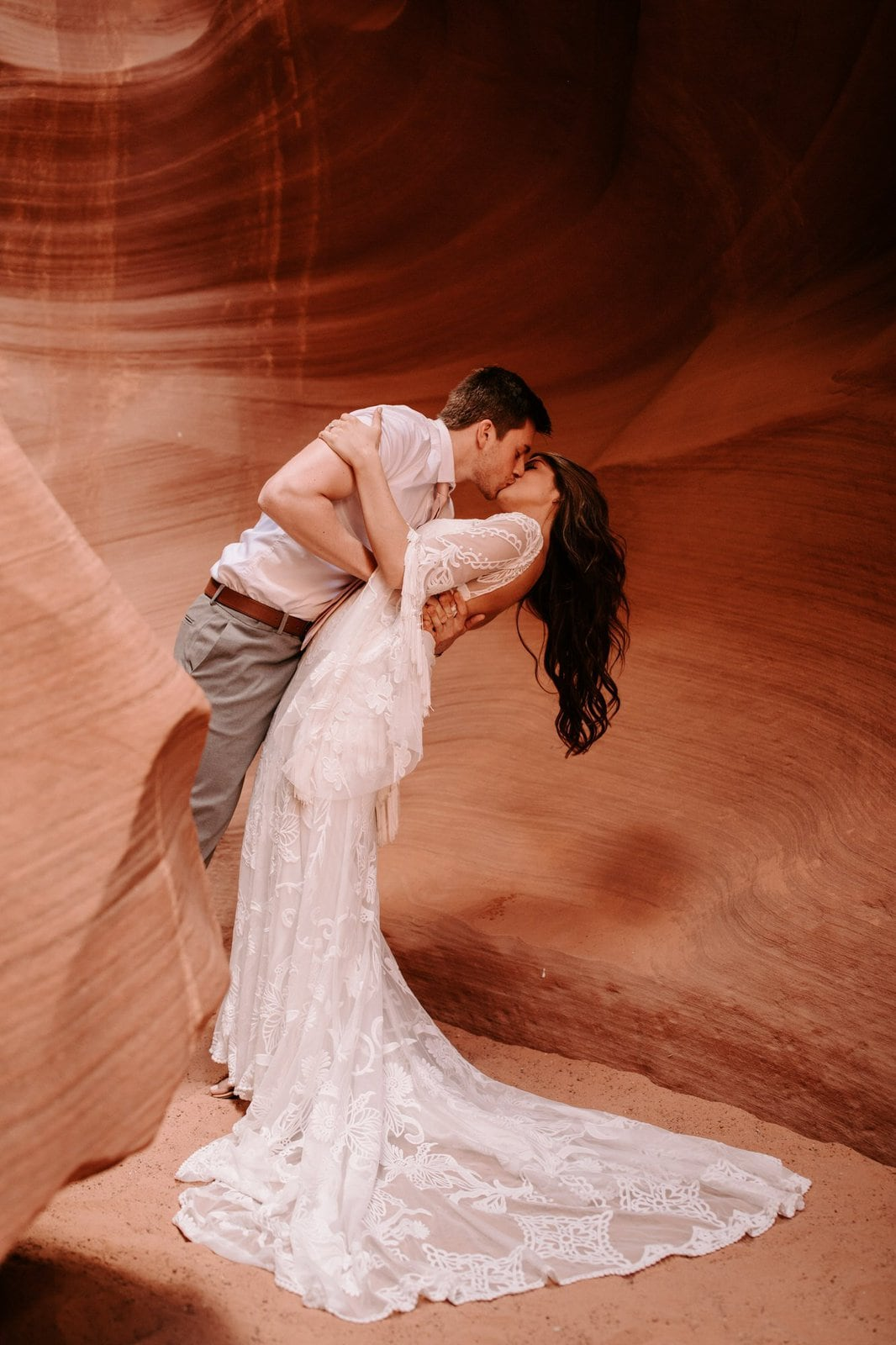 groom dips wife at Antelope canyon.