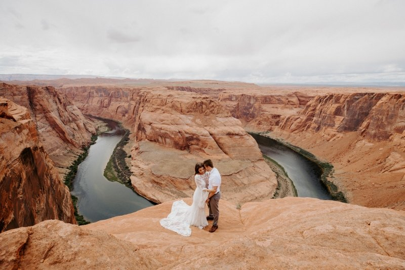 Horseshoe bend elopement in Arizona.