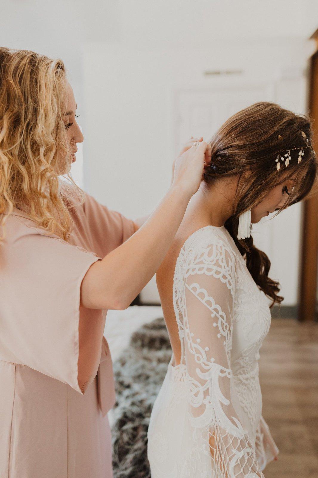 bride getting ready portraits.