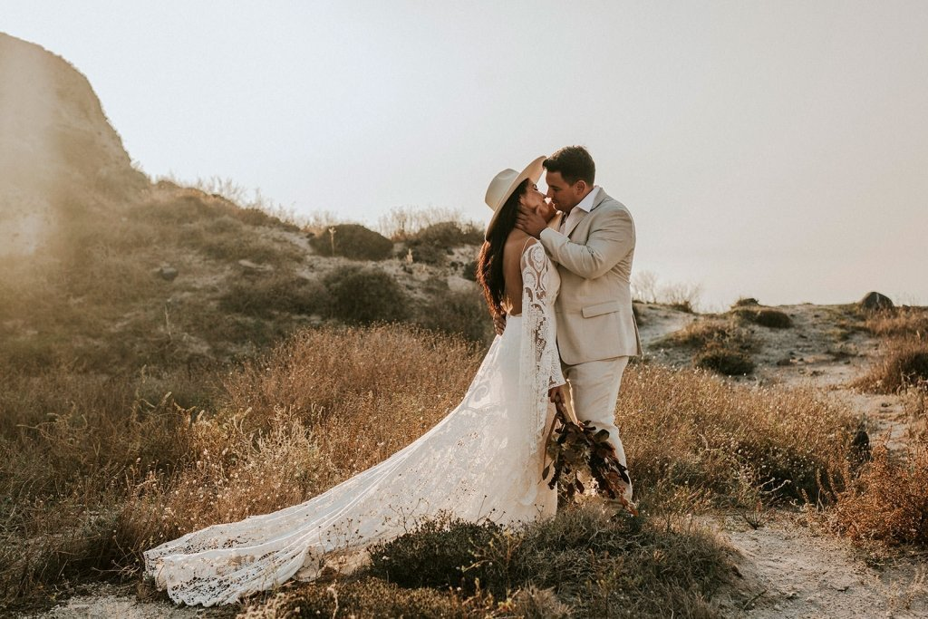santorini-cliffside-elopement