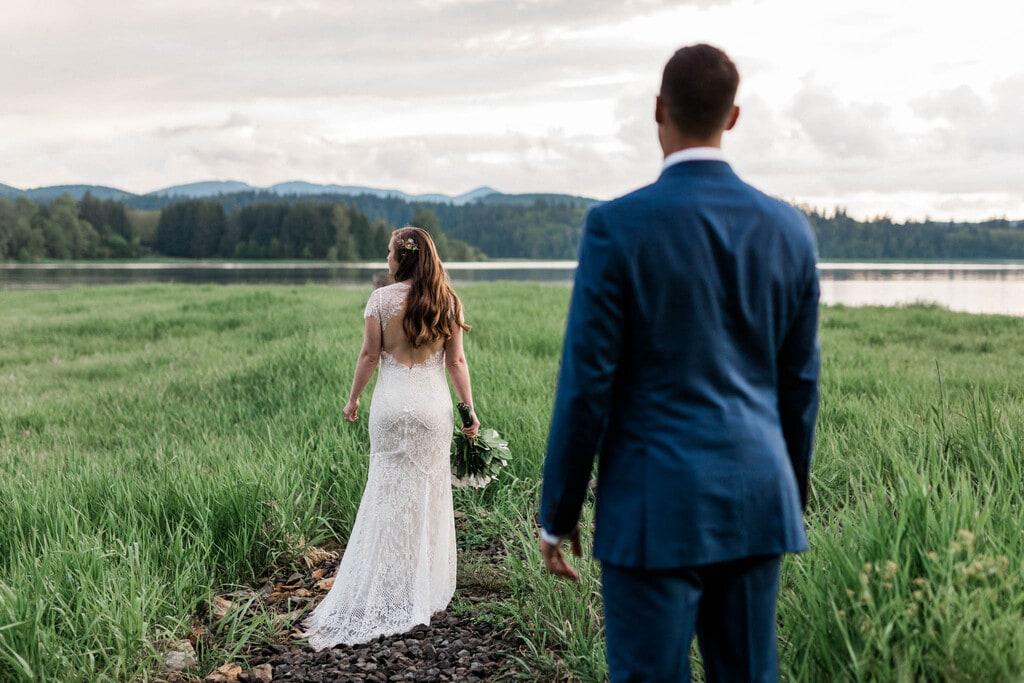 bride and groom at Washington's Mt. Rainer