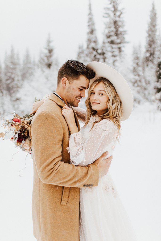 winter elopement pictures.