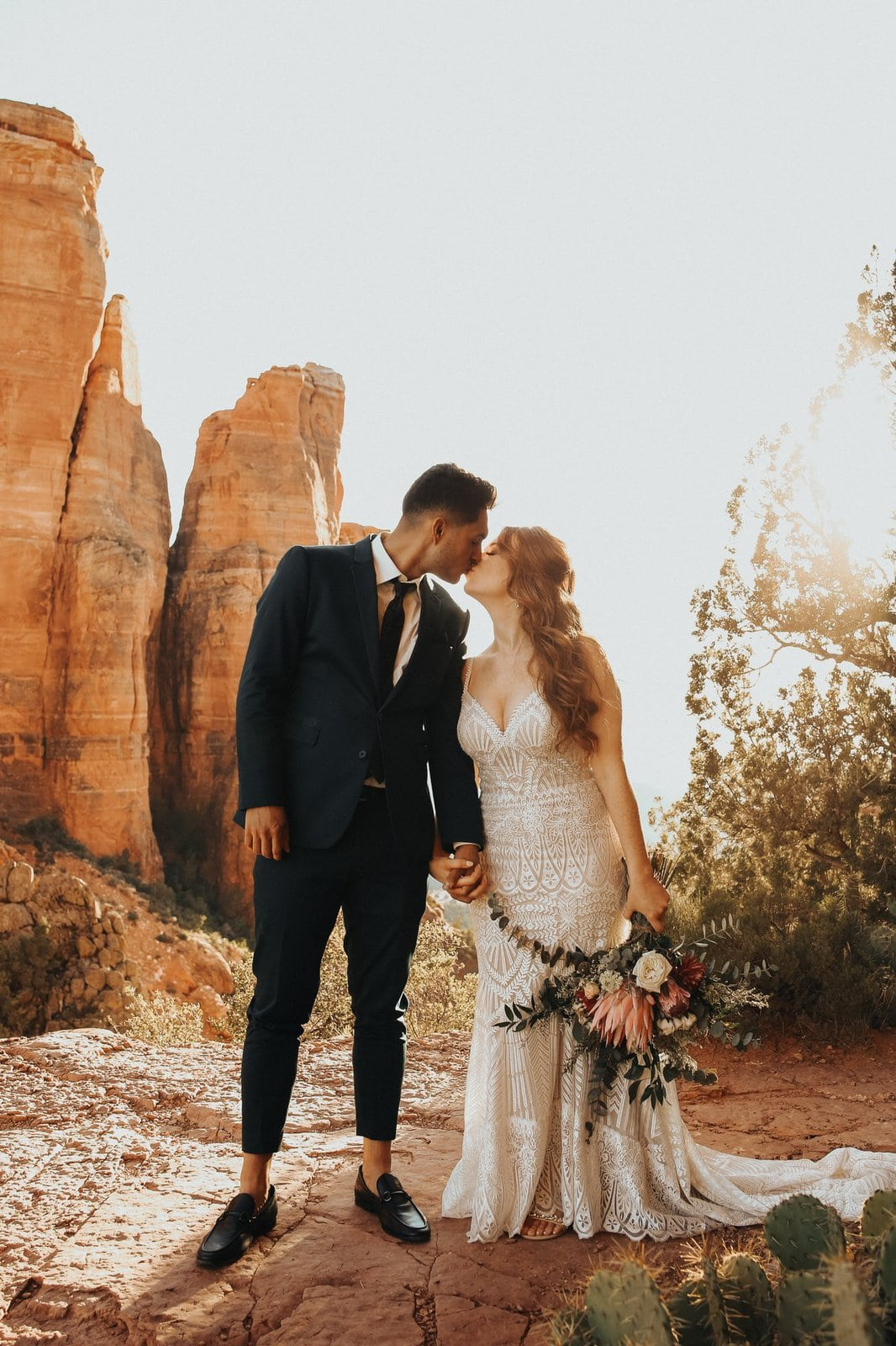 sedona red rocks elopement couple sharing a kiss.