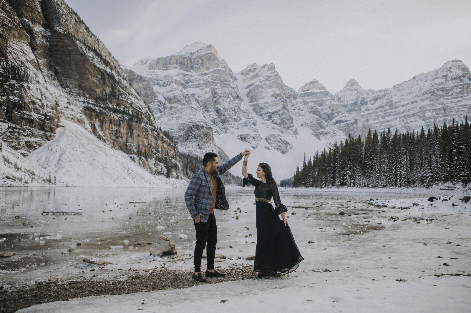 winter engagement session.
