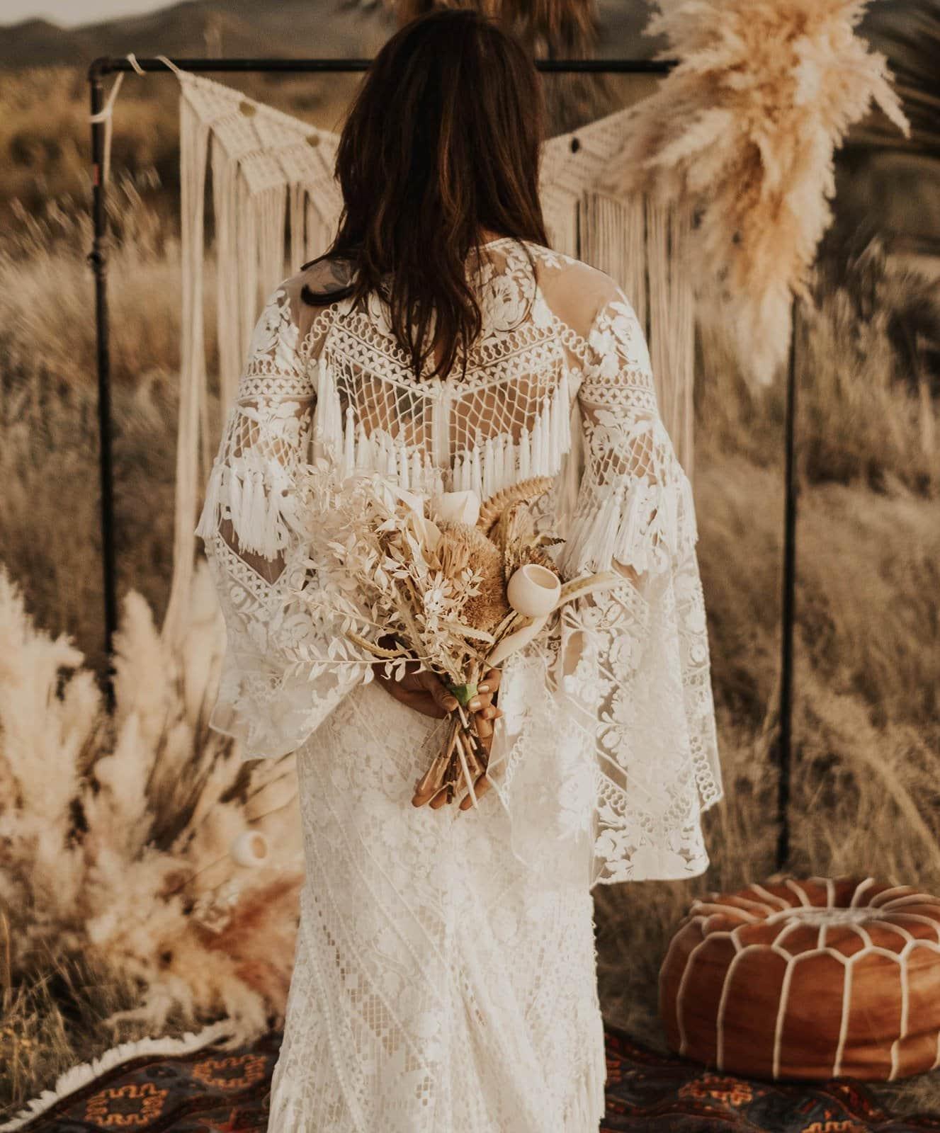 Bridal bouquet and wedding dress inspo