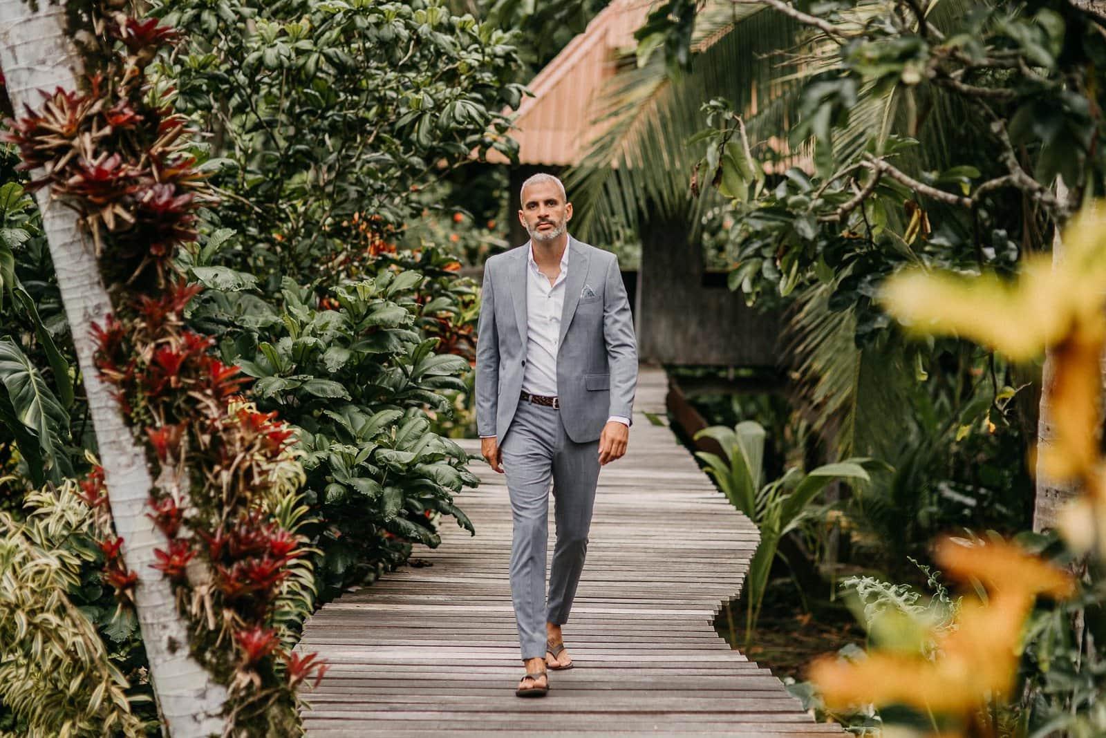 groom in costa rica