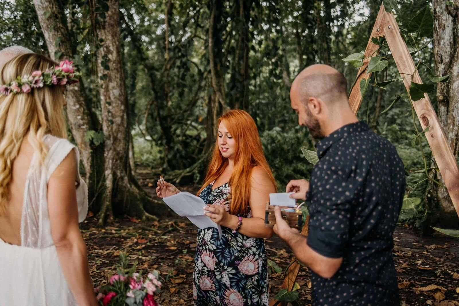 officiant marries couple in Costa Rica.