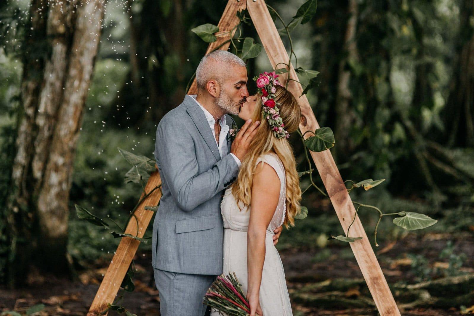 costa rica wedding kiss.