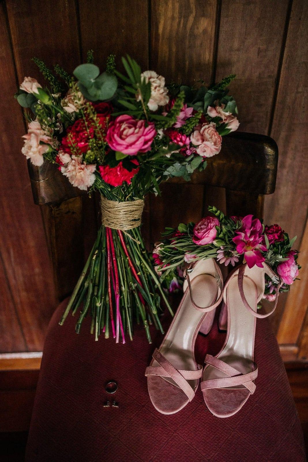tropical wedding details for bride.