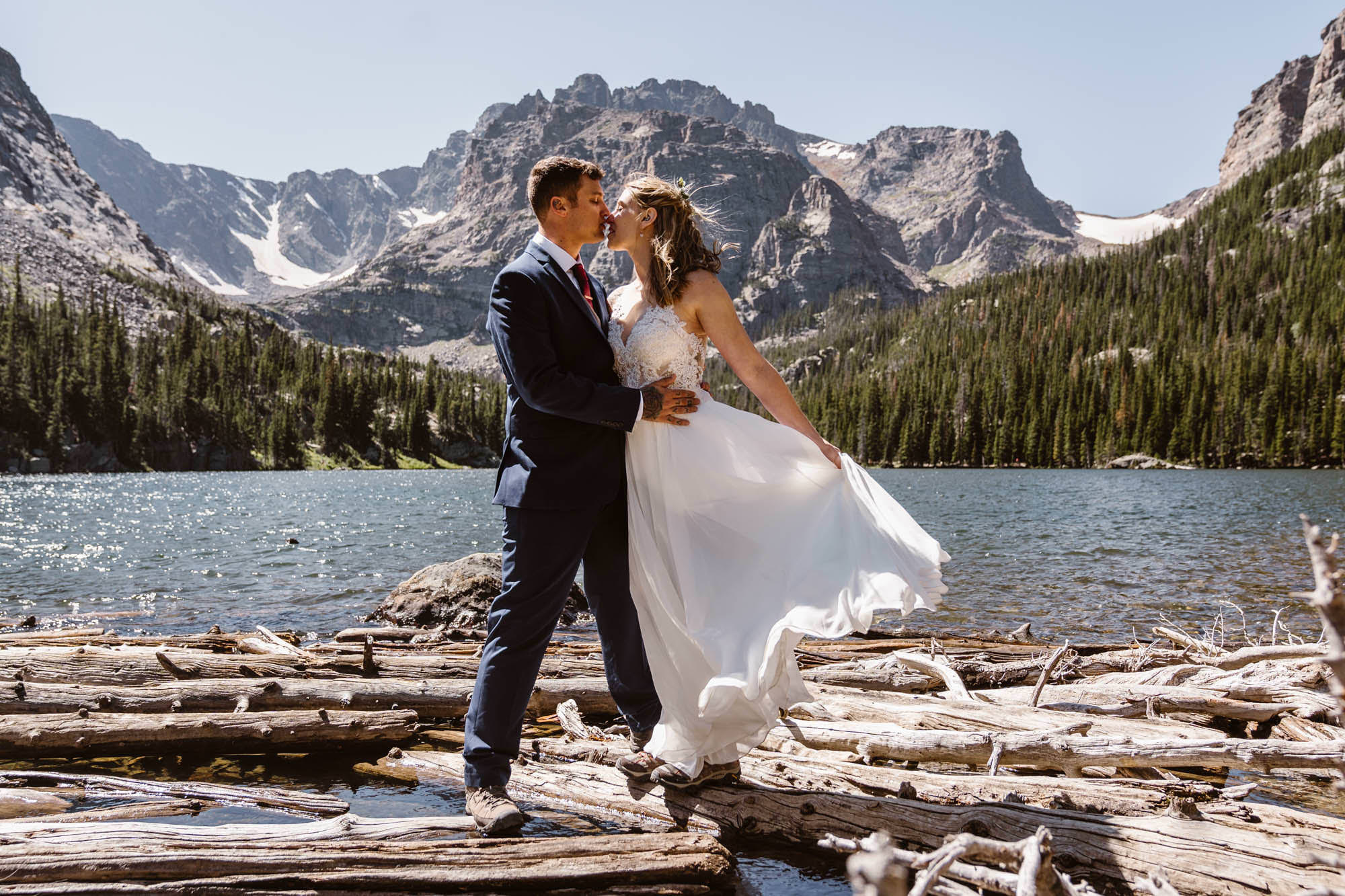 couple eloping at Rocky Mountain National Park