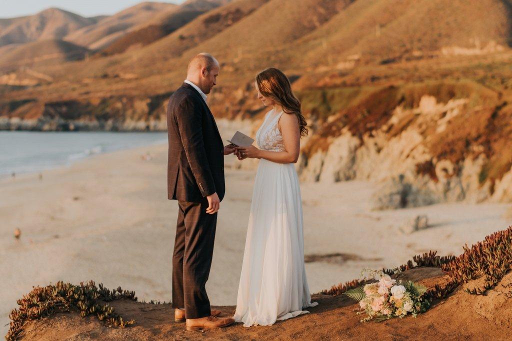 bride says vows in Big Sur