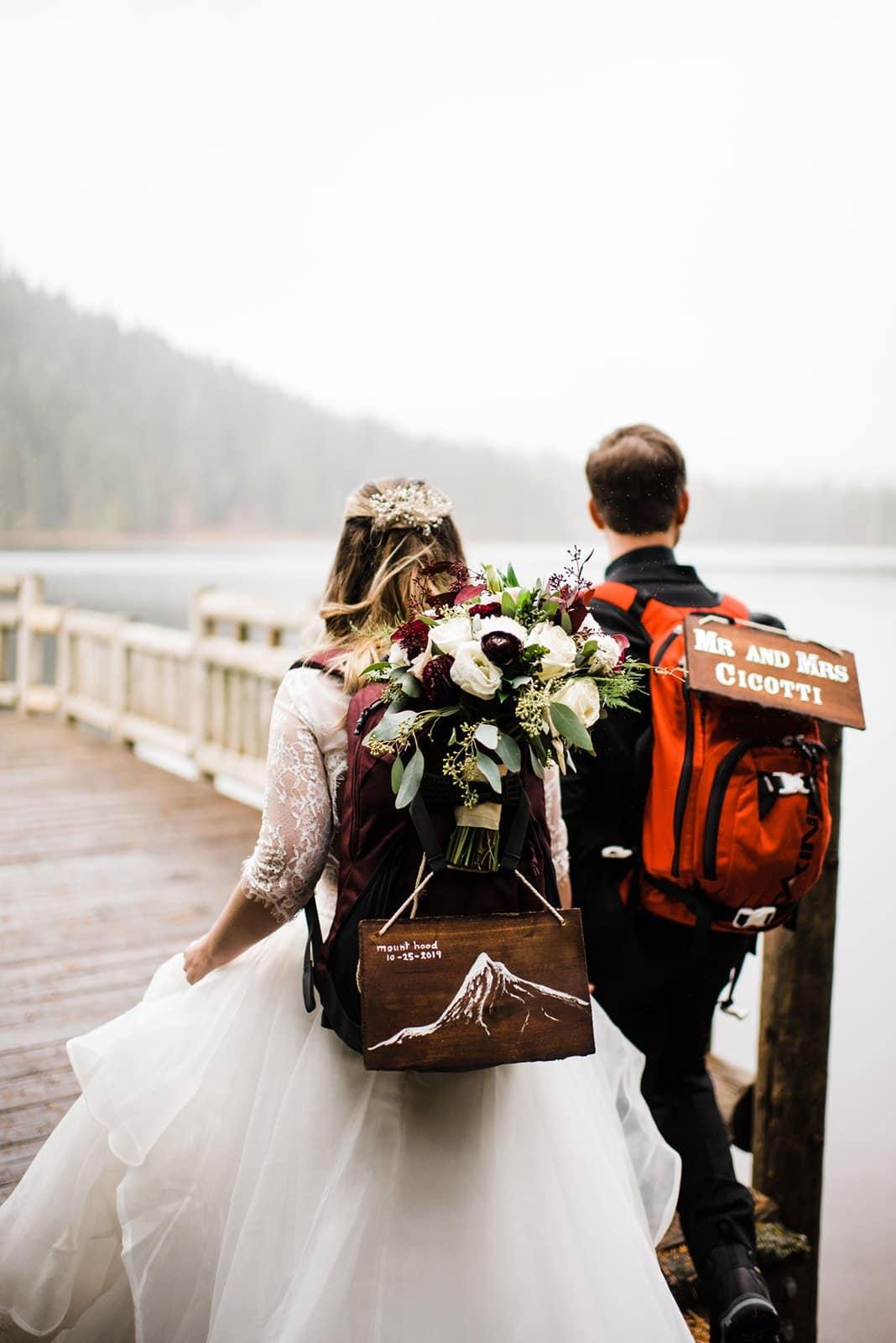 bride and groom hikinh