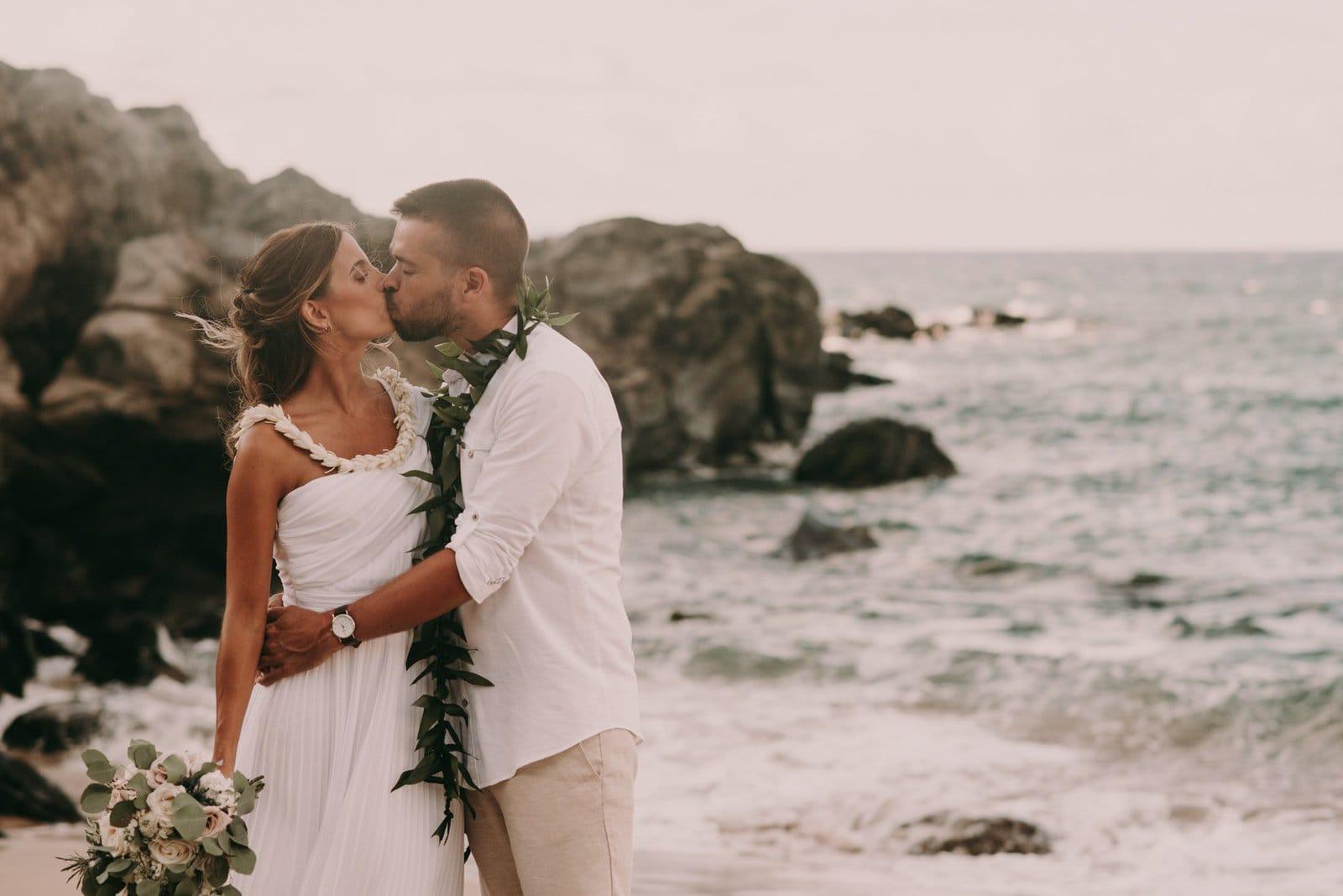 elopement portraits in Hawaii
