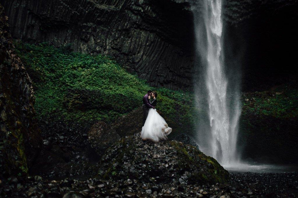 oregon waterfall elopement