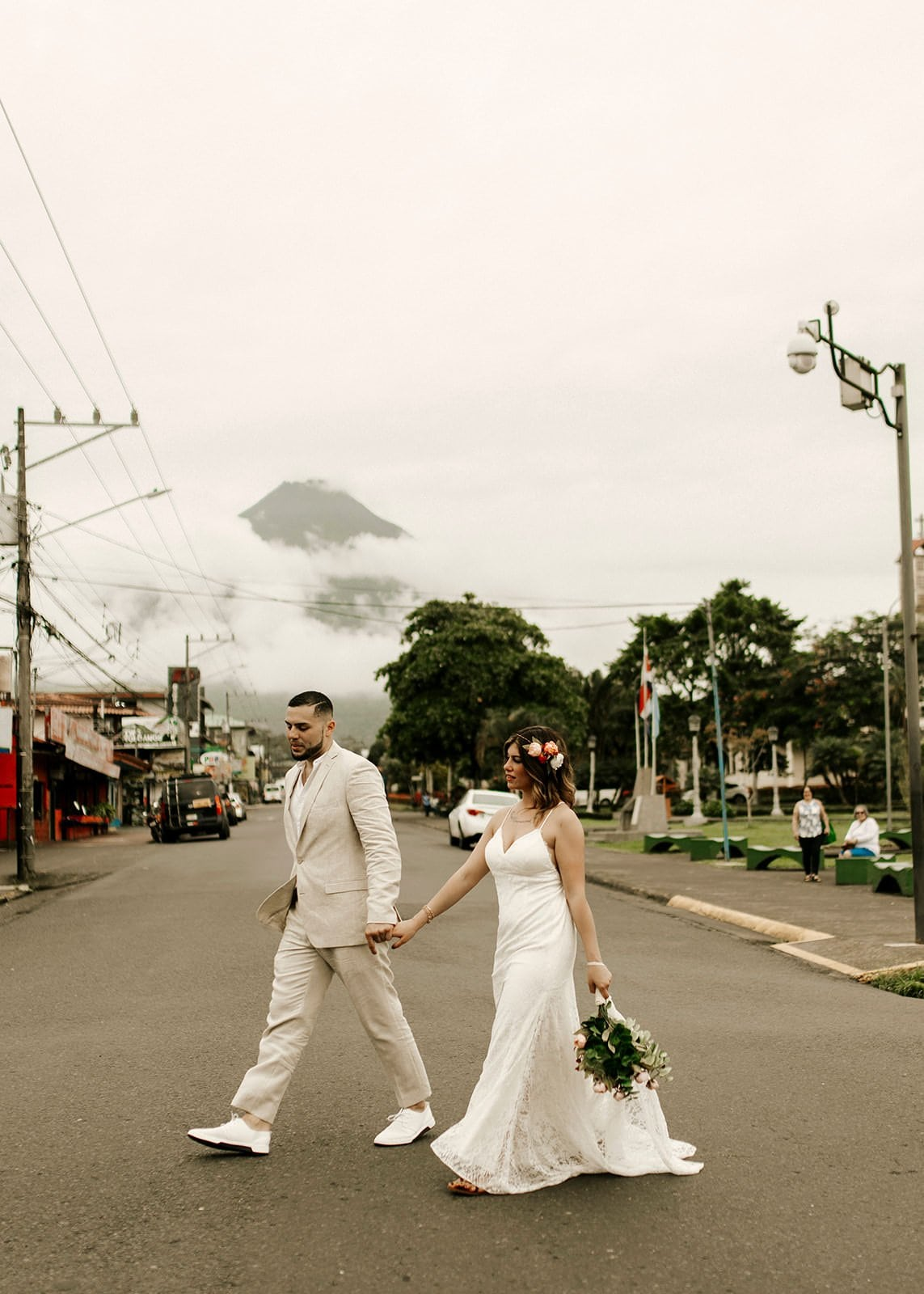 bride and groom walking in la fortuna