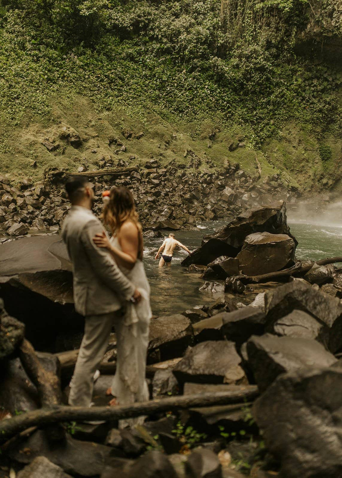 bride and groom in costa rica