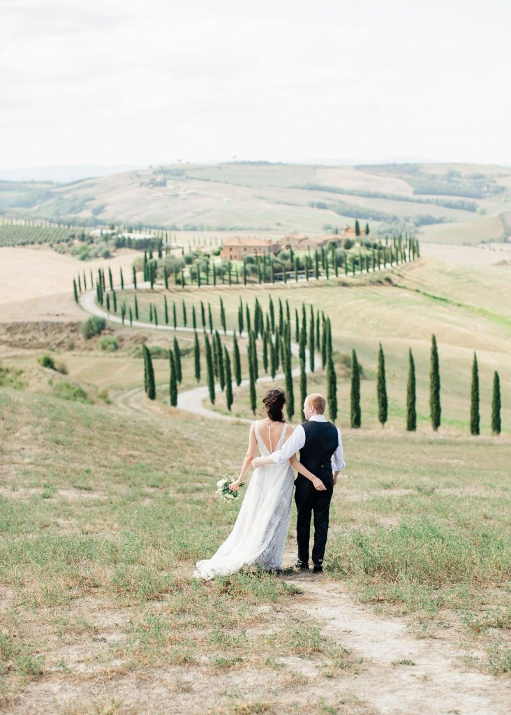 planning an elopement in Tuscany
