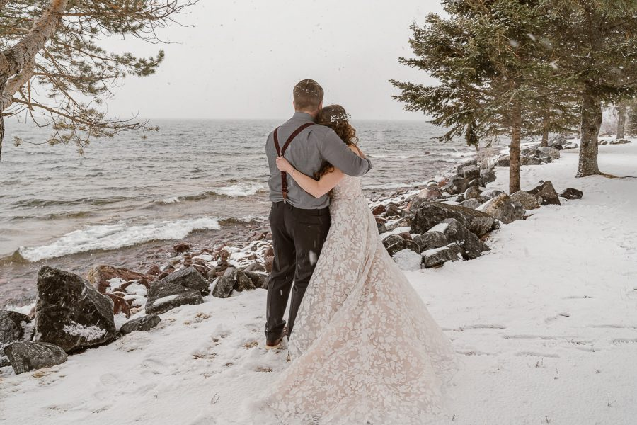 Couple marries in a snow storm in Minnesota