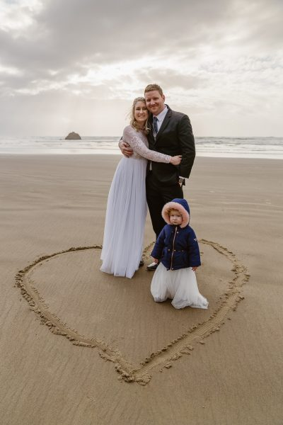 Couple elopes with their daughter on the Oregon Coast