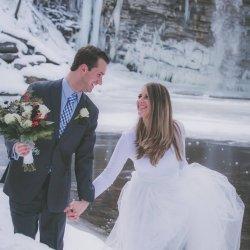 new-York-winter-hiking-elopement-4