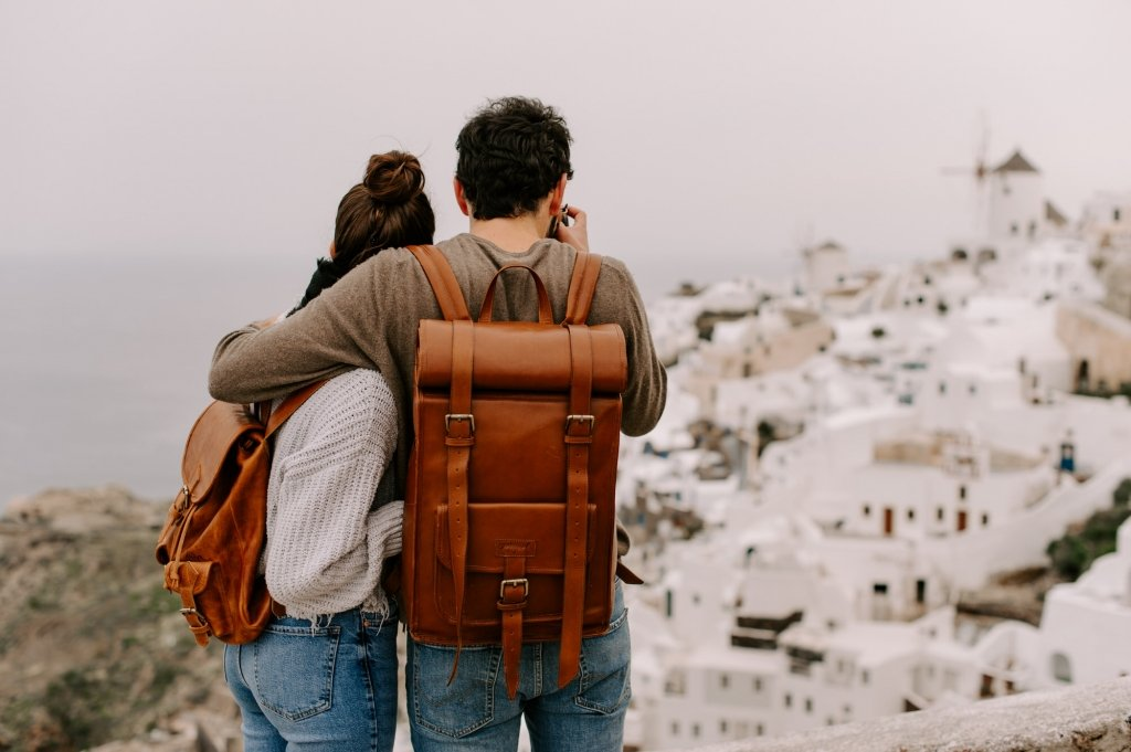 how to take your engagement photos in Santorini