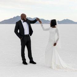 07-Kaci-Lou-Photography-Bonneville-Salt-Flats-Dry-Utah-Classy-Wandering-Weddings-1